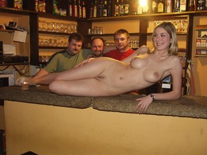 Naked-Waitress-5--v7edo5xwxw.jpg