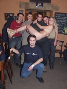 Naked-Waitress-5--w7edo5pc4k.jpg