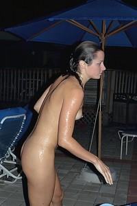 Sexy in pool [x101 Pics]h7f1g6dvh5.jpg